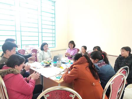 Hướng dẫn phụ huynh học sinh khuyết tật tổ chức hoạt động hỗ trợ con học tập tại gia đình tại Bắc Cạn và Cao Bằng